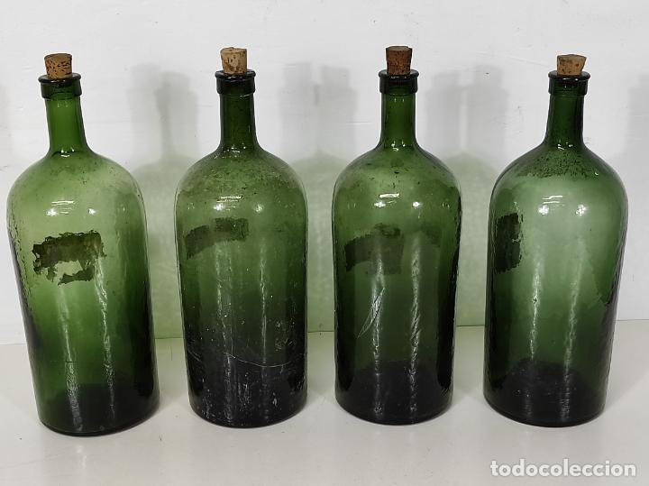 Antigüedades: Lote de Botellas Cristal Verde Soplado - Bote de Farmacia - Tapón de Corcho - Principios S. XX - Foto 3 - 245234840