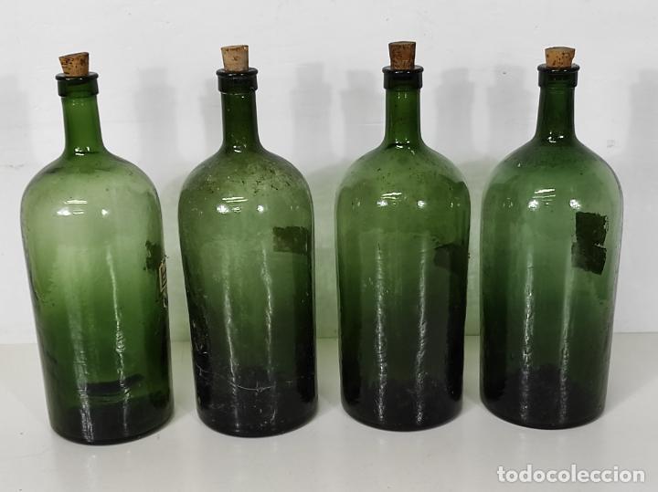 Antigüedades: Lote de Botellas Cristal Verde Soplado - Bote de Farmacia - Tapón de Corcho - Principios S. XX - Foto 4 - 245234840
