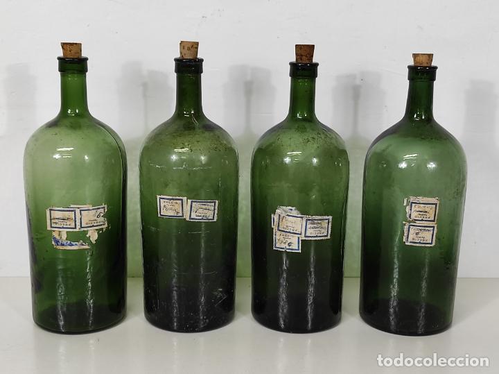 Antigüedades: Lote de Botellas Cristal Verde Soplado - Bote de Farmacia - Tapón de Corcho - Principios S. XX - Foto 5 - 245234840