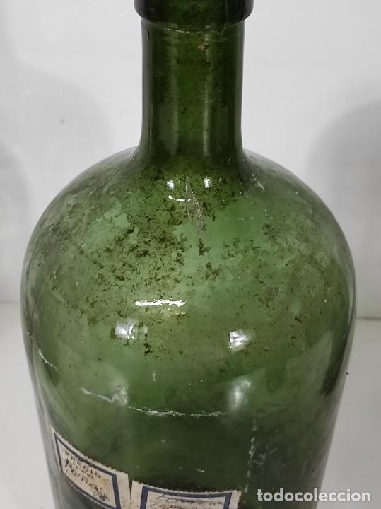 Antigüedades: Lote de Botellas Cristal Verde Soplado - Bote de Farmacia - Tapón de Corcho - Principios S. XX - Foto 8 - 245234840