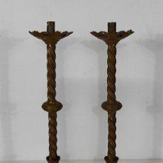Antigüedades: PAREJA DE CANDELABROS NEOGÓTICOS - BRONCE CINCELADO - ALTURA 60 CM - CAPILLA, DECORACIÓN - S. XIX. Lote 245240655