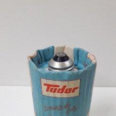 Antigüedades: ANTIGUA BOMBILLA TUDOR - TORRENTE DE LUZ . 25 W . CON SU CARTON ORIGINAL - SIN USO. Lote 245248690