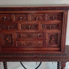 Antigüedades: BARGUEÑO CASTELLANO CON PIE. Lote 245250010