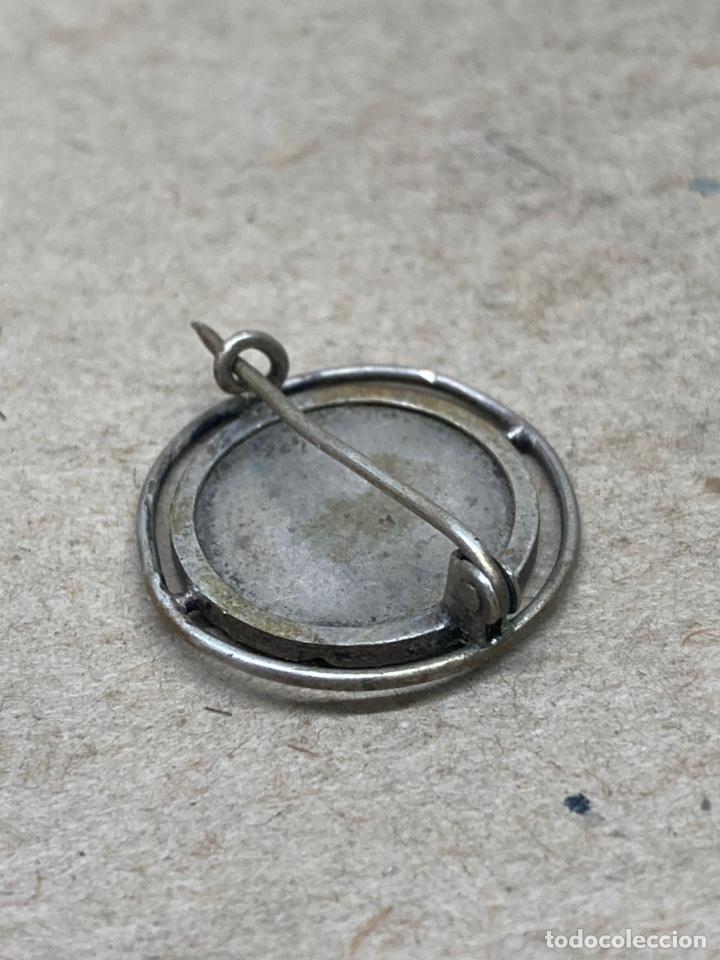 Antigüedades: Broche de plata religioso - Foto 2 - 245251465