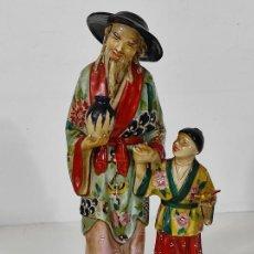 Oggetti Antichi: BONITA FIGURA ORIENTAL - PORCELANA CHINA - SELLO EN LA BASE - ALTURA - 32 CM. Lote 245257395