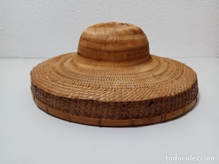 Antigüedades: SOMBRERO SALACOT EN FIBRA VEGETAL - Foto 3 - 245279135