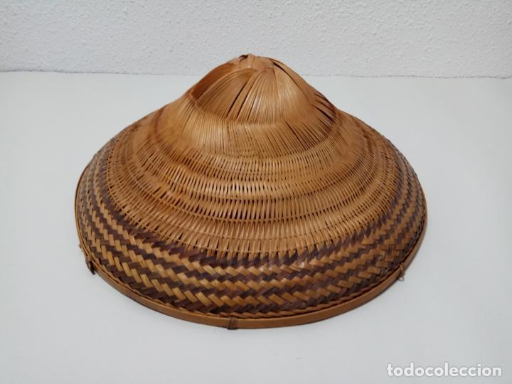 SOMBRERO VIETNAMITA EN FIBRA VEGETAL (Antigüedades - Moda - Sombreros Antiguos)
