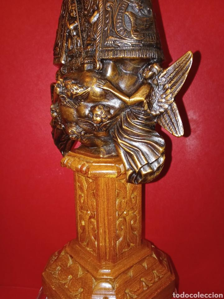 Antigüedades: ANTIGUA VIRGEN DE LOS DESAMPARADOS - COBRE LABRADO - BASE DE MADERA TALLADA - C. 1950 - 40 CM - Foto 5 - 245296450