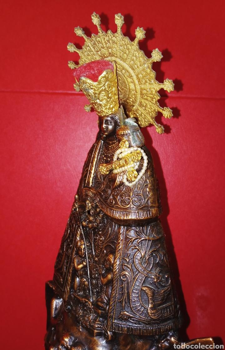 Antigüedades: ANTIGUA VIRGEN DE LOS DESAMPARADOS - COBRE LABRADO - BASE DE MADERA TALLADA - C. 1950 - 40 CM - Foto 6 - 245296450