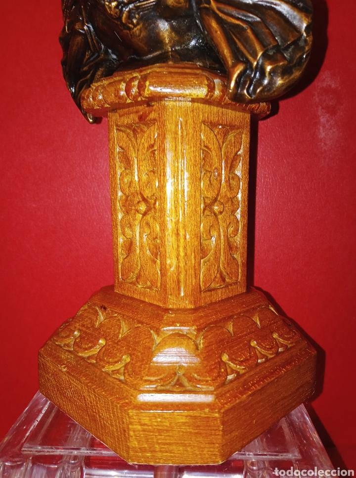 Antigüedades: ANTIGUA VIRGEN DE LOS DESAMPARADOS - COBRE LABRADO - BASE DE MADERA TALLADA - C. 1950 - 40 CM - Foto 8 - 245296450