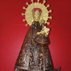 Antigüedades: ANTIGUA VIRGEN DE LOS DESAMPARADOS - COBRE LABRADO - BASE DE MADERA TALLADA - C. 1950 - 40 CM. Lote 245296450