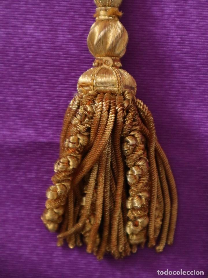 CEÑIDOR DE CUELLO DE ALBA O ROQUETE ELABORADO EN HILO DE ORO. HACIA 1900. (Antigüedades - Religiosas - Ornamentos Antiguos)