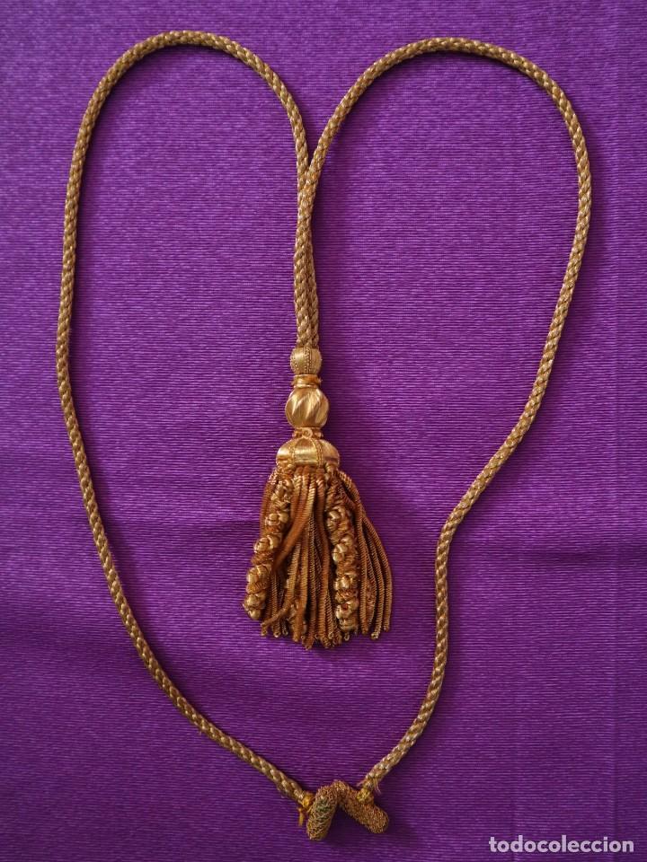 Antigüedades: Ceñidor de cuello de alba o roquete elaborado en hilo de oro. Hacia 1900. - Foto 2 - 245297555