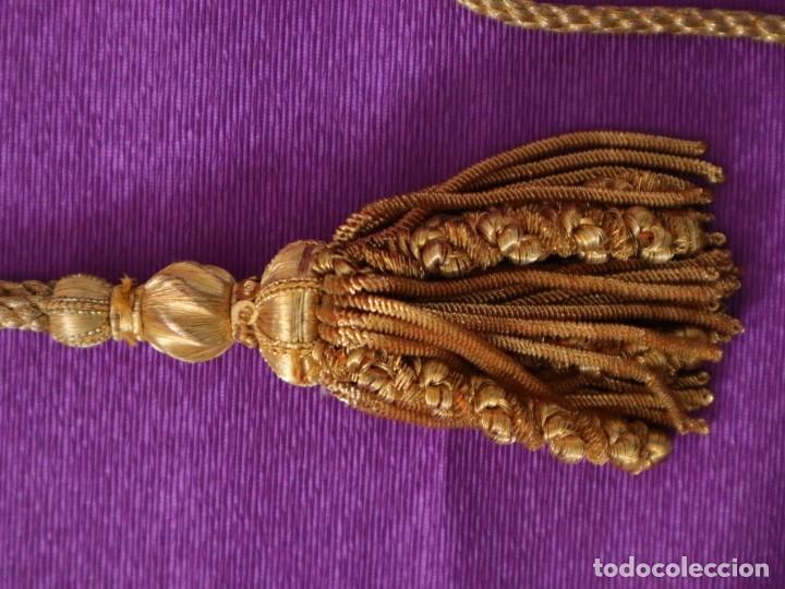 Antigüedades: Ceñidor de cuello de alba o roquete elaborado en hilo de oro. Hacia 1900. - Foto 3 - 245297555