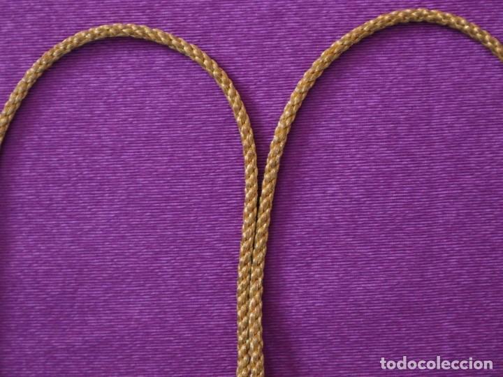 Antigüedades: Ceñidor de cuello de alba o roquete elaborado en hilo de oro. Hacia 1900. - Foto 4 - 245297555