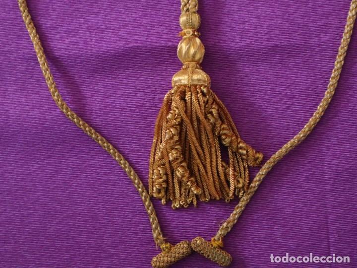 Antigüedades: Ceñidor de cuello de alba o roquete elaborado en hilo de oro. Hacia 1900. - Foto 5 - 245297555