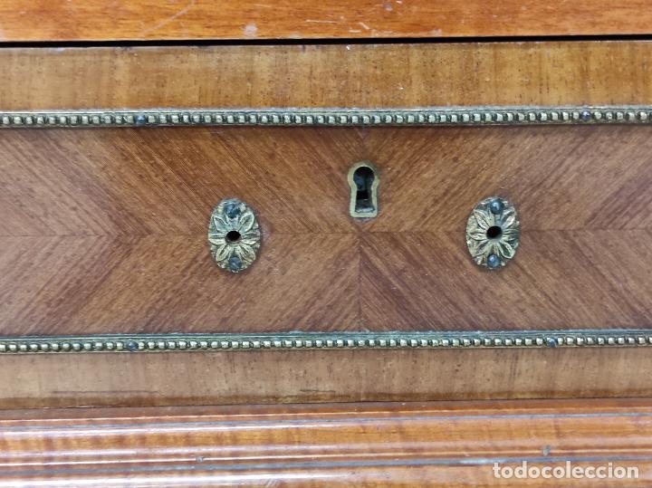 Antigüedades: Bonito Secreter Estilo Luis XV - Escritorio - Diferentes Maderas con Marquetería, Bronce y Mármol - Foto 5 - 245354475