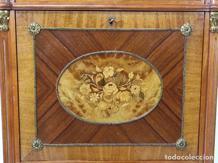 Antigüedades: Bonito Secreter Estilo Luis XV - Escritorio - Diferentes Maderas con Marquetería, Bronce y Mármol - Foto 8 - 245354475
