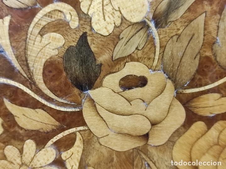 Antigüedades: Bonito Secreter Estilo Luis XV - Escritorio - Diferentes Maderas con Marquetería, Bronce y Mármol - Foto 11 - 245354475