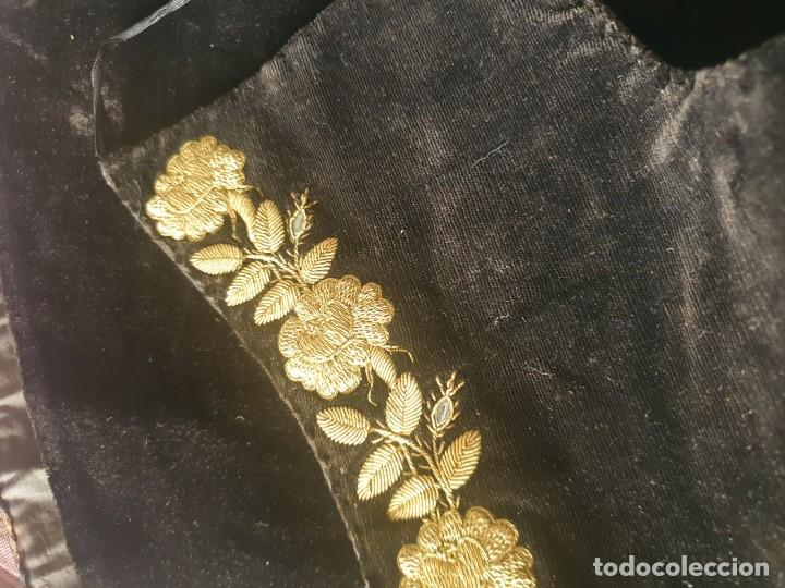 Antigüedades: CASULLA Y BONETE CON IMPORTANTES BORDADOS EN ORO,FINALES DEL XVIII - Foto 11 - 245254015