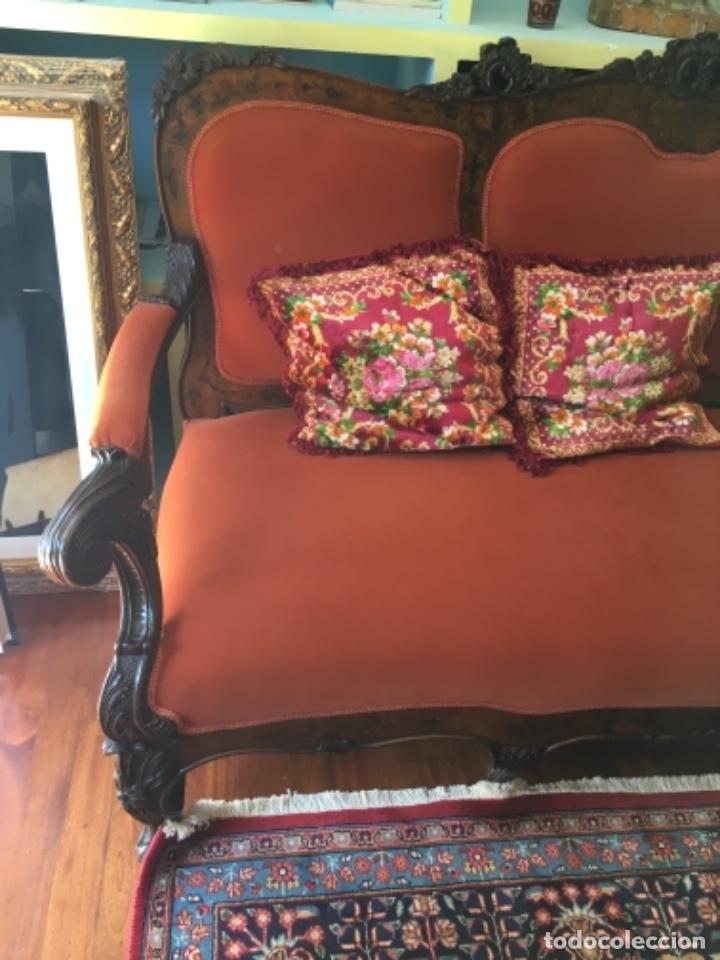Antigüedades: Sofá con diferentes maderas embutidas de terciopelo. - Foto 2 - 245401490