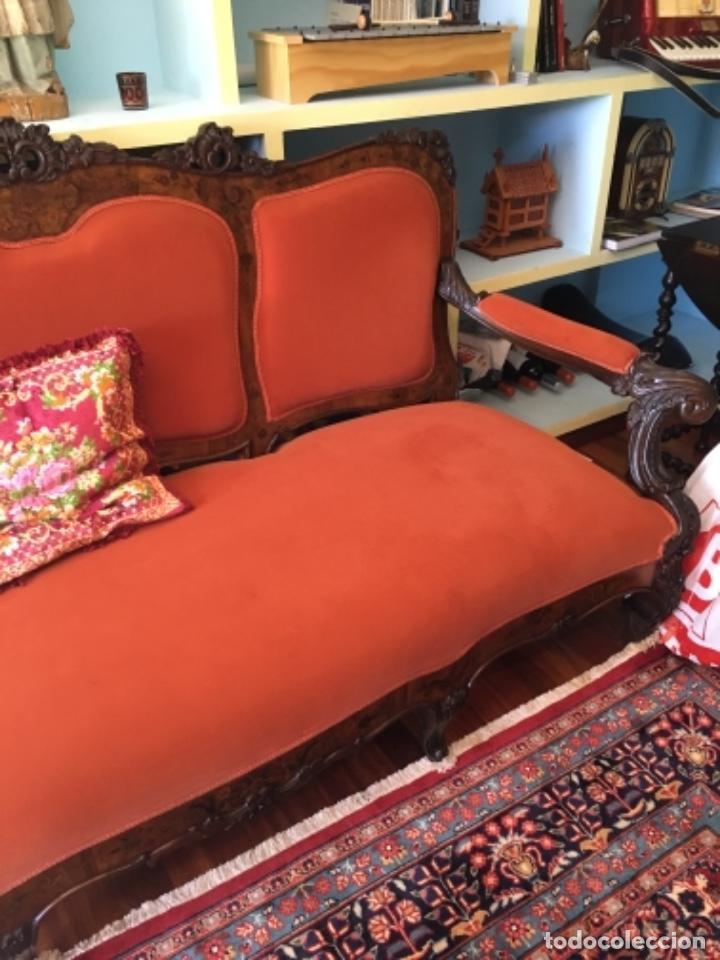 Antigüedades: Sofá con diferentes maderas embutidas de terciopelo. - Foto 3 - 245401490
