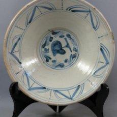 Antiquités: FUENTE CUENCO DE CERÁMICA DE MUEL BLANCA Y AZUL SERIE CORAZÓN ARAGÓN FINALES DEL SIGLO XVIII. Lote 245419700
