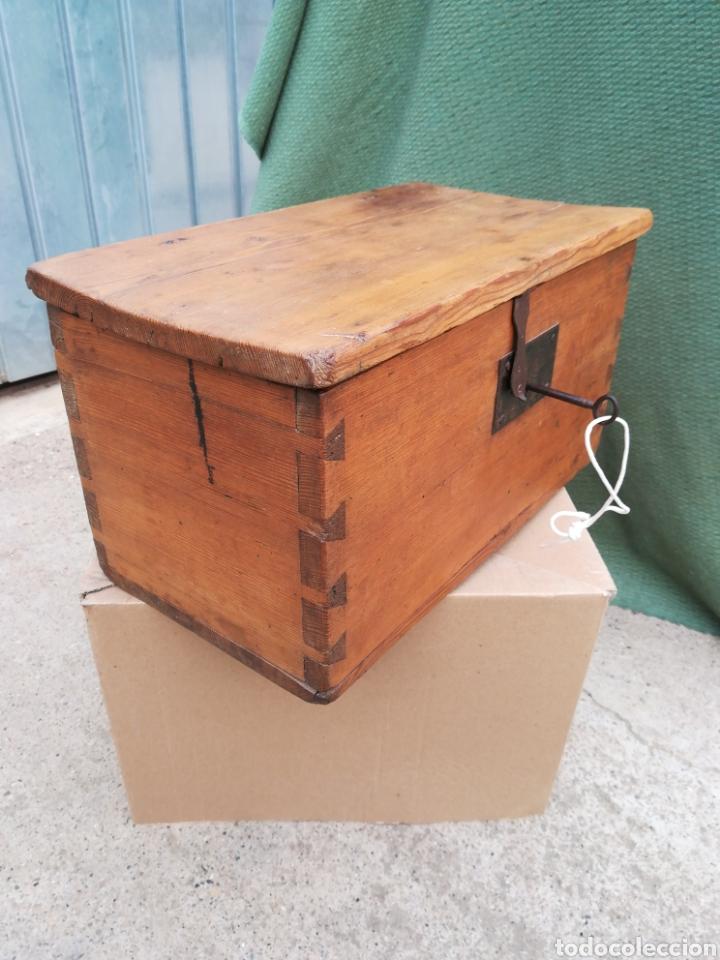 Antigüedades: Caja caudales fuerte arqueta baúl escritorio cofre joyero con su cerradura y llave funcionando!! - Foto 3 - 245436040