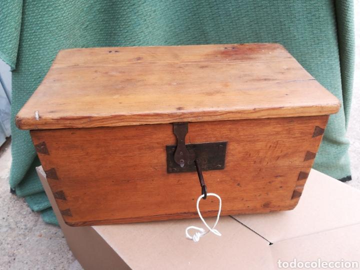CAJA CAUDALES FUERTE ARQUETA BAÚL ESCRITORIO COFRE JOYERO CON SU CERRADURA Y LLAVE FUNCIONANDO!! (Antigüedades - Muebles Antiguos - Baúles Antiguos)