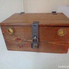 Antigüedades: CAJA O ARQUETA MADERA PINO SIGLO XIX. Lote 245455005