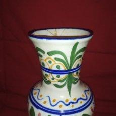 Antigüedades: ANTIGUA JARRA CERAMICA FLORES MARCA LOS PECES PLAZA REDONDA 12 VALENCIA ACTUAL COLLA MONLLEO 1860. Lote 245475285