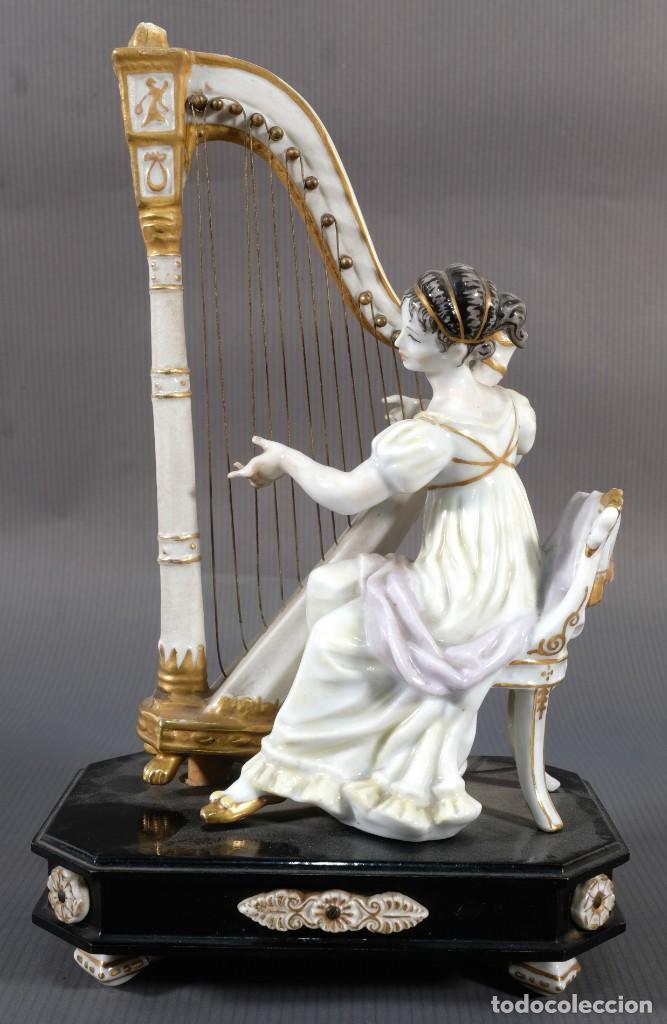 Antigüedades: Joven tocando el arpa en porcelana blanca siglo XIX - Foto 2 - 245480945