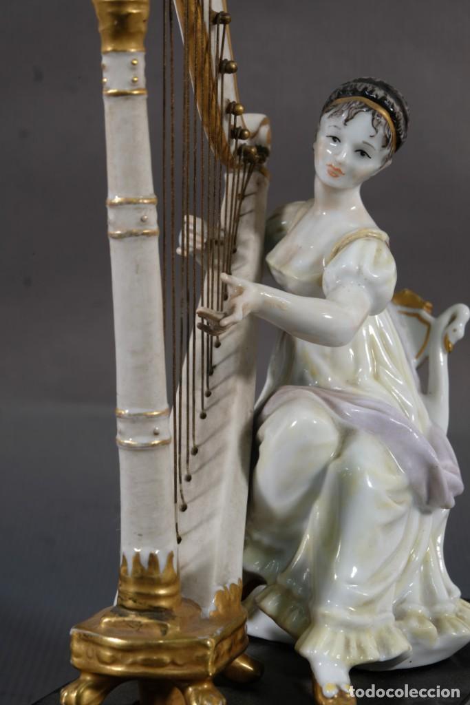 Antigüedades: Joven tocando el arpa en porcelana blanca siglo XIX - Foto 3 - 245480945