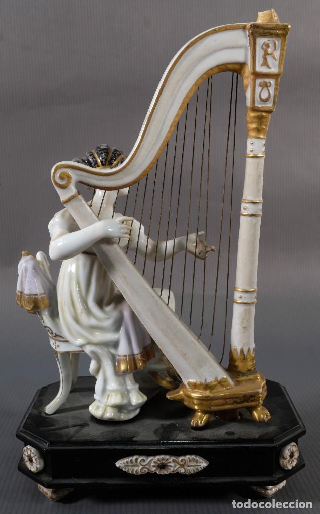 Antigüedades: Joven tocando el arpa en porcelana blanca siglo XIX - Foto 5 - 245480945