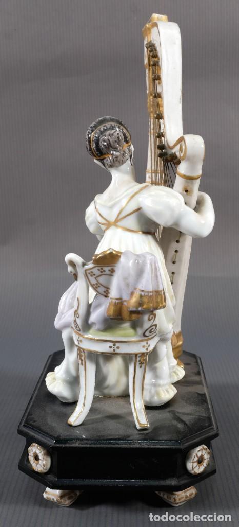Antigüedades: Joven tocando el arpa en porcelana blanca siglo XIX - Foto 6 - 245480945