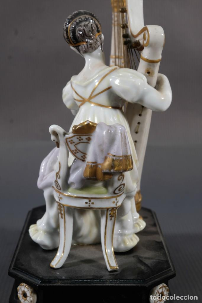 Antigüedades: Joven tocando el arpa en porcelana blanca siglo XIX - Foto 7 - 245480945
