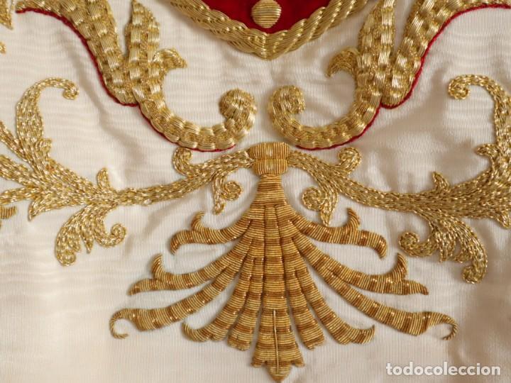 Antigüedades: Gran humeral confeccionado en seda bordada con hilo de oro. Mide 252 x 67 cm. Hacia 1900. - Foto 8 - 245493480