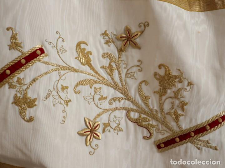 Antigüedades: Gran humeral confeccionado en seda bordada con hilo de oro. Mide 252 x 67 cm. Hacia 1900. - Foto 22 - 245493480