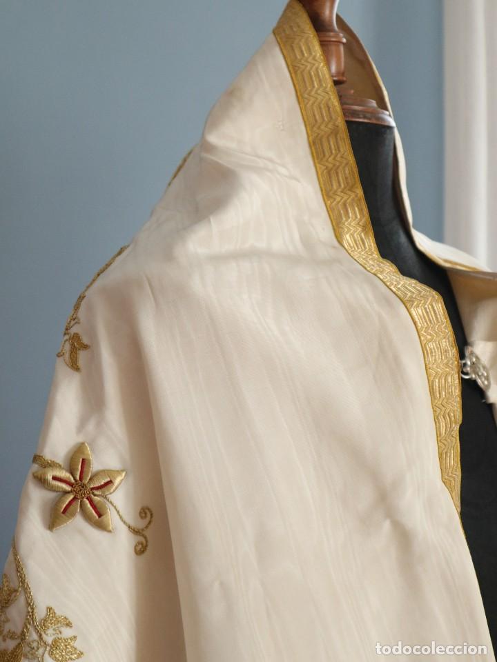 Antigüedades: Gran humeral confeccionado en seda bordada con hilo de oro. Mide 252 x 67 cm. Hacia 1900. - Foto 24 - 245493480