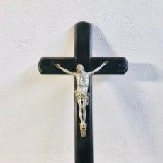 Antigüedades: CRISTO DE PARED TAMAÑO GRANDE CRUCIFIJO DE MADERA CON JESUCRISTO EN CRUZ IMAGEN RELIGIOSA. Lote 245512600