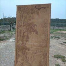 Antigüedades: ANTIGUO TAPIZ DE TELA VERTICAL CON CABALLOS Y REALEZA, CAZA. Lote 245571580