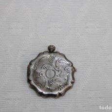Antigüedades: COLGANTE PORTAFOTOS EN PLATA DE LEY DEL SIGLO XIX. Lote 245572055