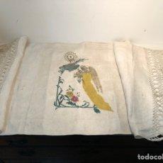 Antigüedades: MUY ANTIGUO MANTEL DE COMULGAR PINTANO, ANGEL Y CALIZ.. Lote 245604460