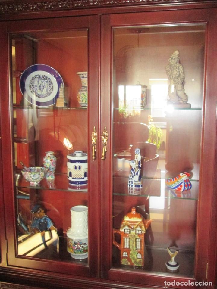 Antigüedades: Pareja vitrinas o expositores talladas en madera de haya. Piezas de Colección. - Foto 2 - 245606350