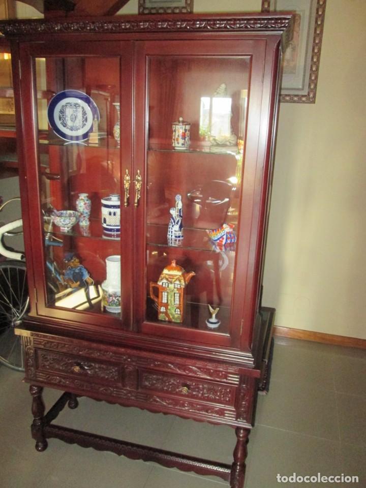 Antigüedades: Pareja vitrinas o expositores talladas en madera de haya. Piezas de Colección. - Foto 3 - 245606350