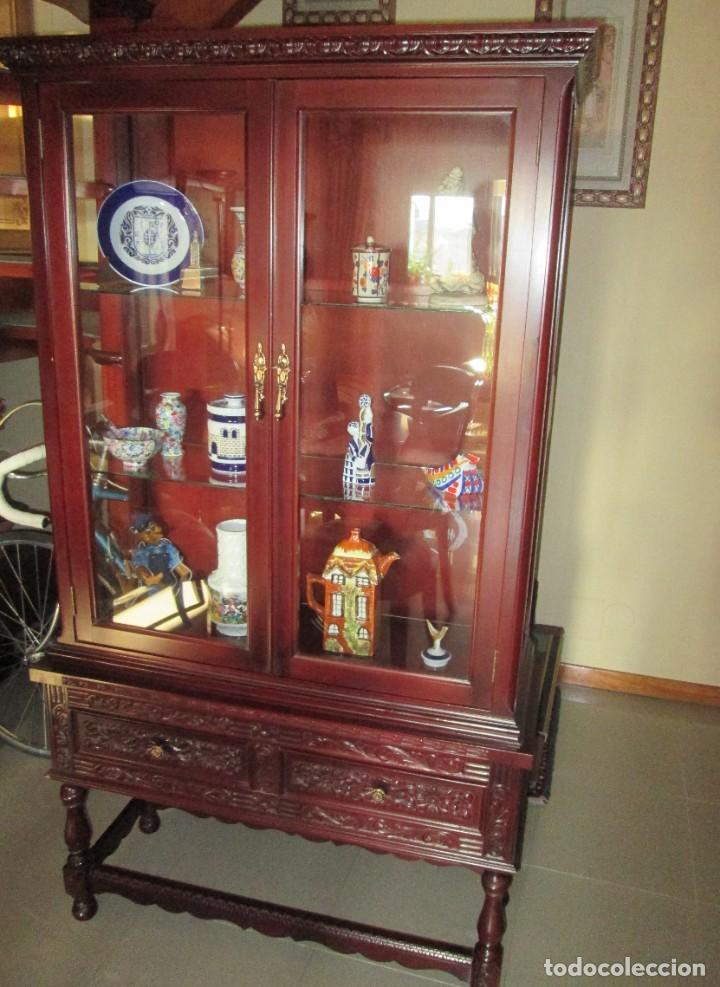 Antigüedades: Pareja vitrinas o expositores talladas en madera de haya. Piezas de Colección. - Foto 4 - 245606350