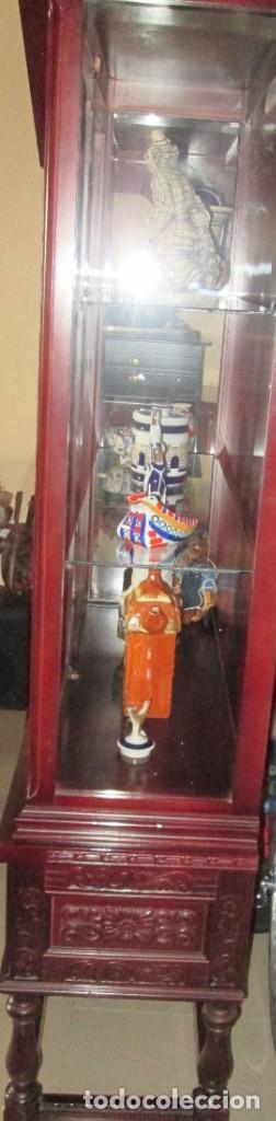Antigüedades: Pareja vitrinas o expositores talladas en madera de haya. Piezas de Colección. - Foto 6 - 245606350