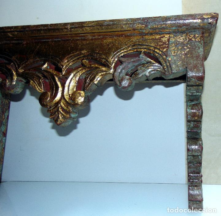 Antigüedades: Antigua repisa, peana restos pan de oro, madera tallada, 62 cm de larga - Foto 4 - 245611310