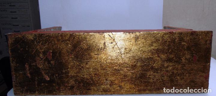 Antigüedades: Antigua repisa, peana restos pan de oro, madera tallada, 62 cm de larga - Foto 5 - 245611310