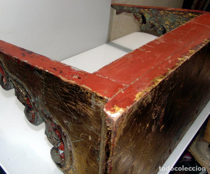 Antigüedades: Antigua repisa, peana restos pan de oro, madera tallada, 62 cm de larga - Foto 6 - 245611310